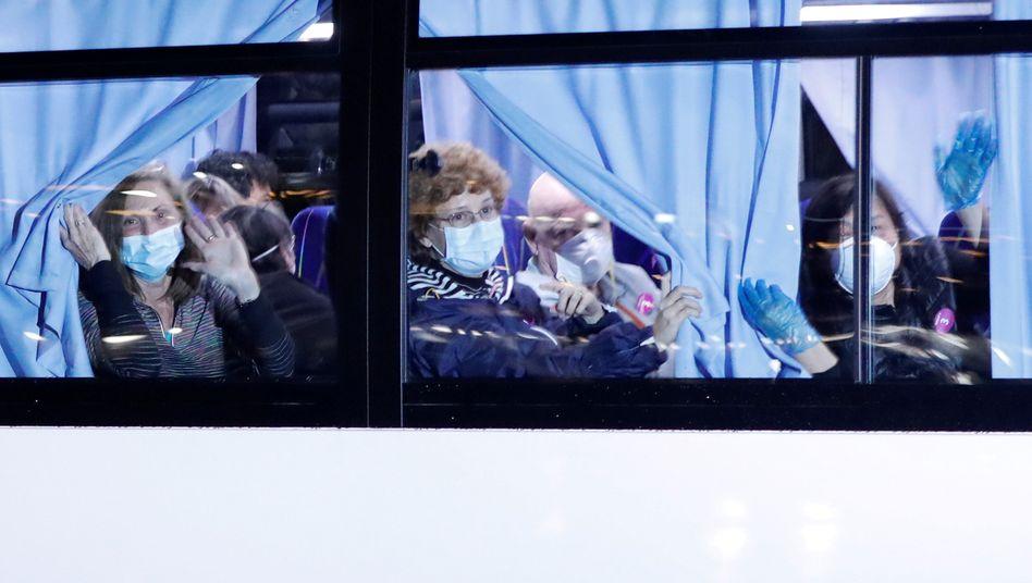 """US-Passagiere der """"Diamond Princess"""" auf dem Weg zurück in die USA"""