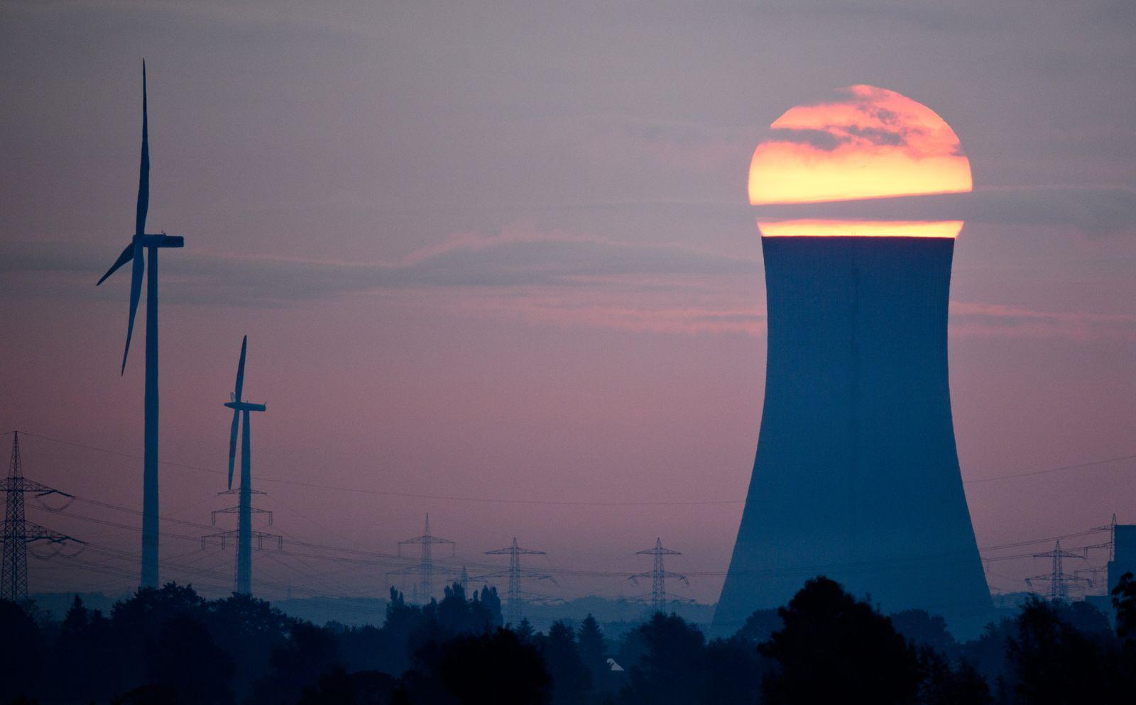 Kohlekraftwerk / Windräder