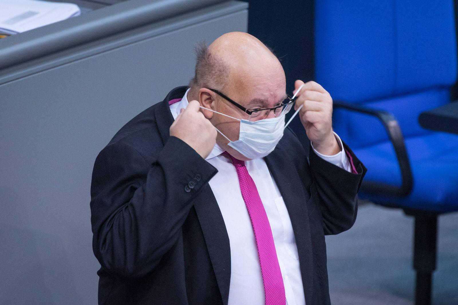 Berlin, Plenarsitzung im Bundestag Deutschland, Berlin - 08.12.2020: Im Bild ist Peter Altmaier (Bundesminister für Wir