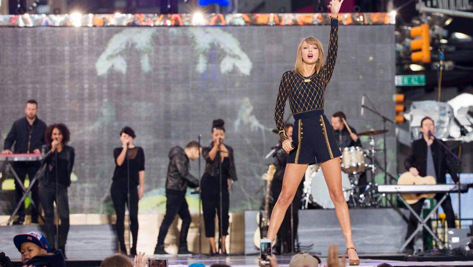 """Superstar: Die 24-Jährige Taylor Swift ist auf Bühnen derzeit omnipräsent. Die Sängerin hat soeben ihr neues Album """"1989"""" veröffentlicht."""