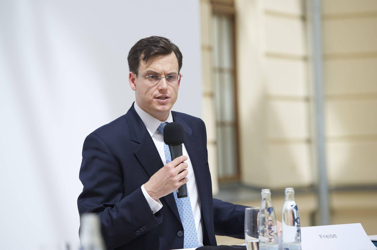EINMALIGE VERWENDUNG Philipp Freise