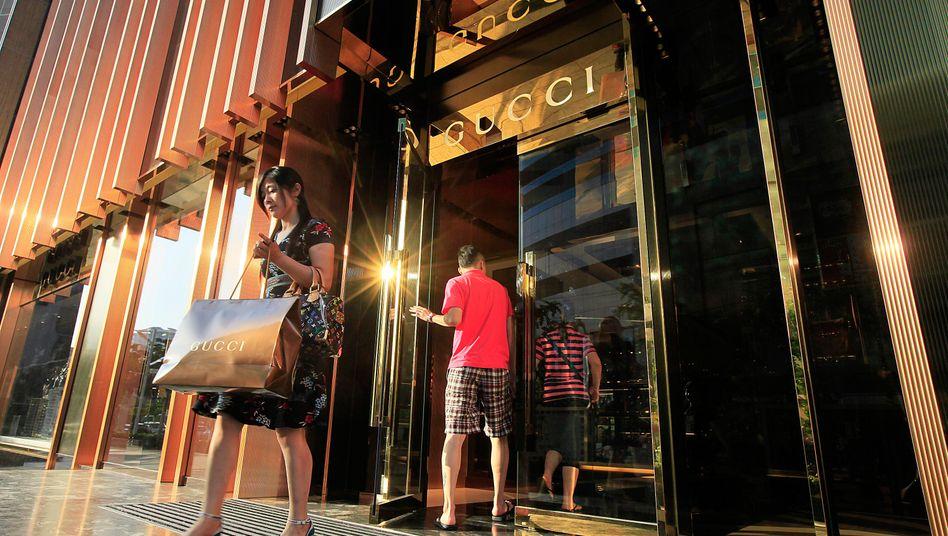 Ausgabenfreudig und dem Luxus verbunden: Chinas junge Oberschicht ist für die Luxusgüterindustrie mit zur wichtigsten Kundengruppe geworden. Jetzt befürchten die Hersteller der Branche erhebliche Umsatzeinbußen