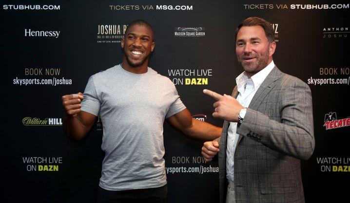 Barrys Sohn Eddie (rechts) managt unter anderem den Boxer Anthony Joshua