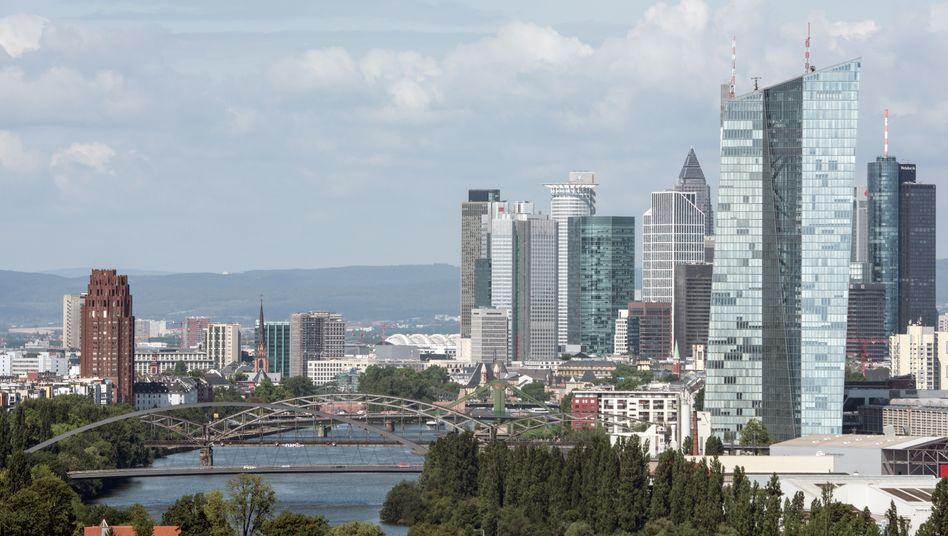 """Frankfurter Finanzviertel: Auch der Berater AT Kearney hatte ein Büro in """"Mainhattan"""" in der Taunusanlage, kehrt Frankfurt jedoch bald den Rücken"""