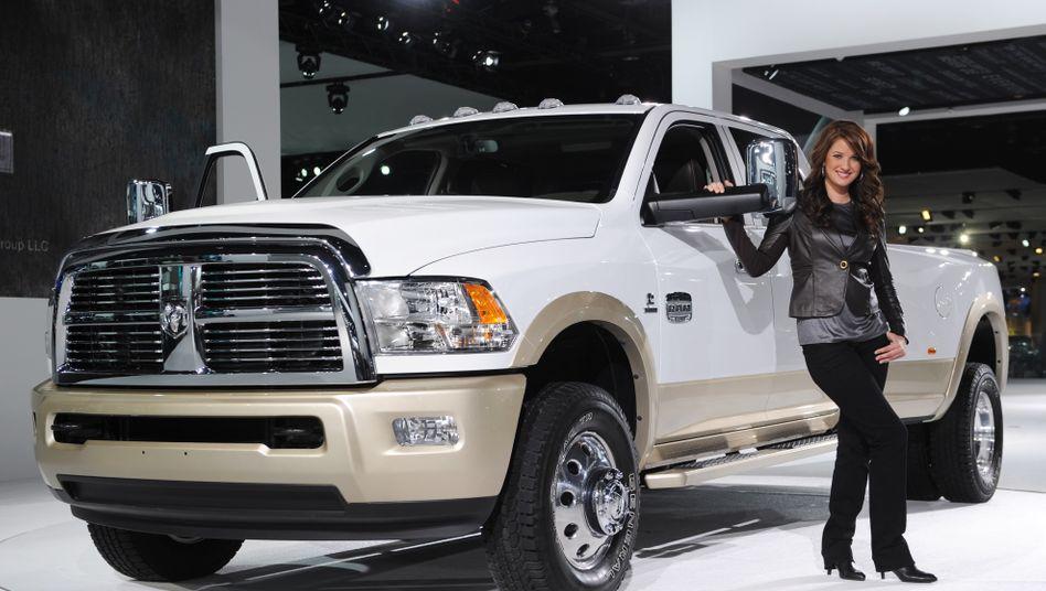Dodge Ram 3500: Her mit den dicken Autos - Sprit kostet inzwischen unter 2 Dollar pro Gallone