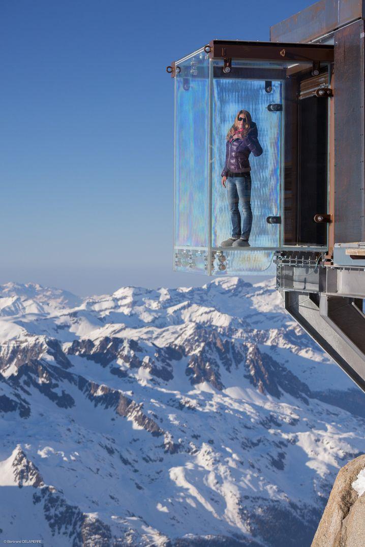 Bizarre Konstruktion auf 3842 Metern Höhe: Der Pas dans le Vide im Mont-Blanc-Massiv erlaubt einen Blick, der mehr als 1000 Meter in die Tiefe geht.