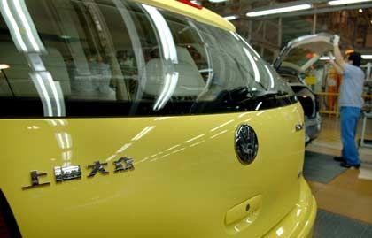 """""""Markt explodiert weiter"""": VW-Polo mit chinesischen Schriftzeichen auf einer Fertigungsstraße im Volkswagenwerk in Anting bei Schanghai"""