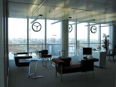 Spartanisch aber elegant: Das Modellbüro im 12. Stock des Uptown-Hochhauses