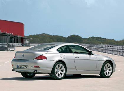 """BMW 6er Coupé: Da in dieser Preisklasse (60.000 Euro aufwärts) von Schwächen eigentlich nicht mehr gesprochen werden kann, wollen wir das hier auch nicht tun. 2004 kauften sich hier zu Lande knapp 2300 Gutbetuchte die geschlossene Variante der in """"Form gebrachten Geschwindigkeit"""" (BMW)."""