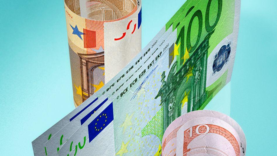 Niedrigzinsen nicht nur beim Tagesgeld: Die meisten Bundesbürger verlieren mit ihren Einlagen bei Banken Geld, weil die Inflation höher ist als der Sparzins