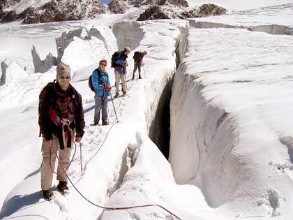 Am Abgrund: Zwei Kilometer lang zieht sich die Gletscherspalte