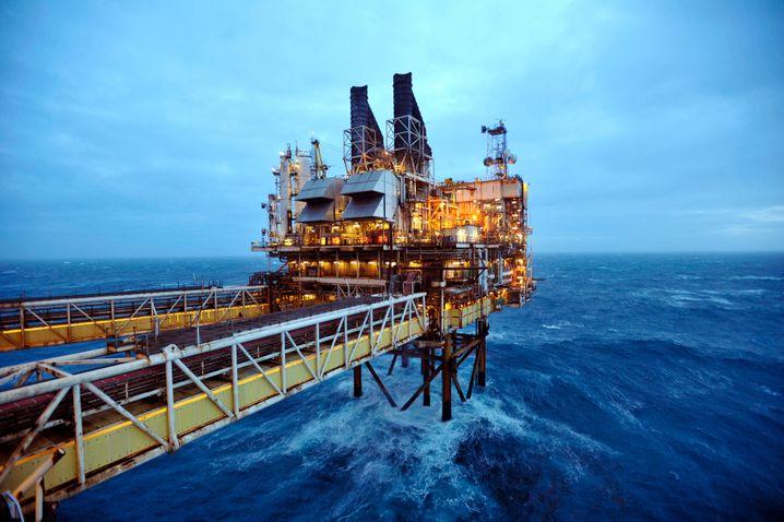 Bohrinsel von BP in der Nordsee: Konzernchef Bob Dudley stellt sich auf eine längere Phase billigen Öls ein