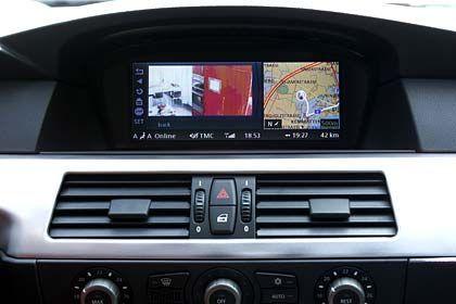 Die Küche im Blick: Per Webcam kontrolliert der Fahrer, ob der Backofen schon auf Temperatur ist