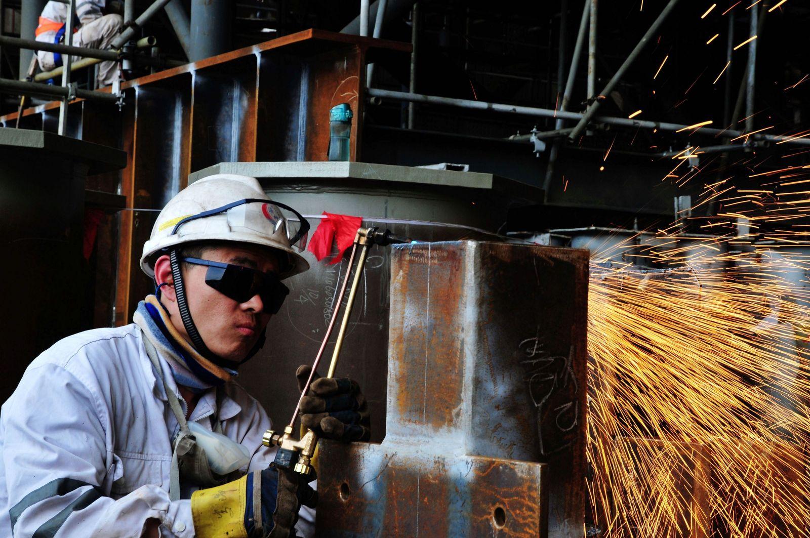 CHINA Arbeiter Stahl