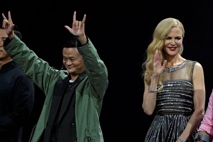 """Seid gegrüßt, Millionen: Alibaba-Chef Jack Ma und US-Schauspielerin Nicole Kidman zelebrieren das Mega-Verkaufsevent zum """"Singles Day"""" 2017"""