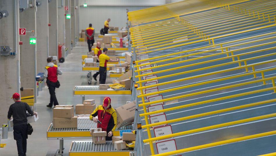Zustellzentrum der Deutsche Post in Dresden: Der Umsatz legte im zweiten Quartal um 13,6 Prozent auf zwei Milliarden Euro zu