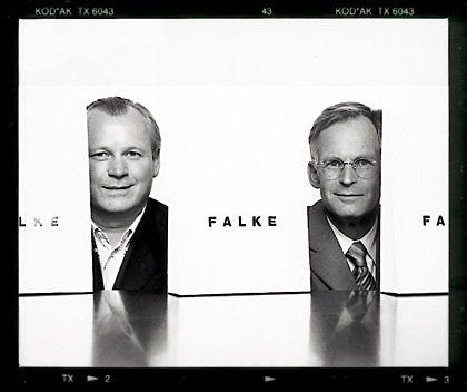 Socken-Knüpfer: Die Vettern Paul und Franz-Peter Falke führen das Traditionsunternehmen im Sauerland mit innovativen Strumpfideen.