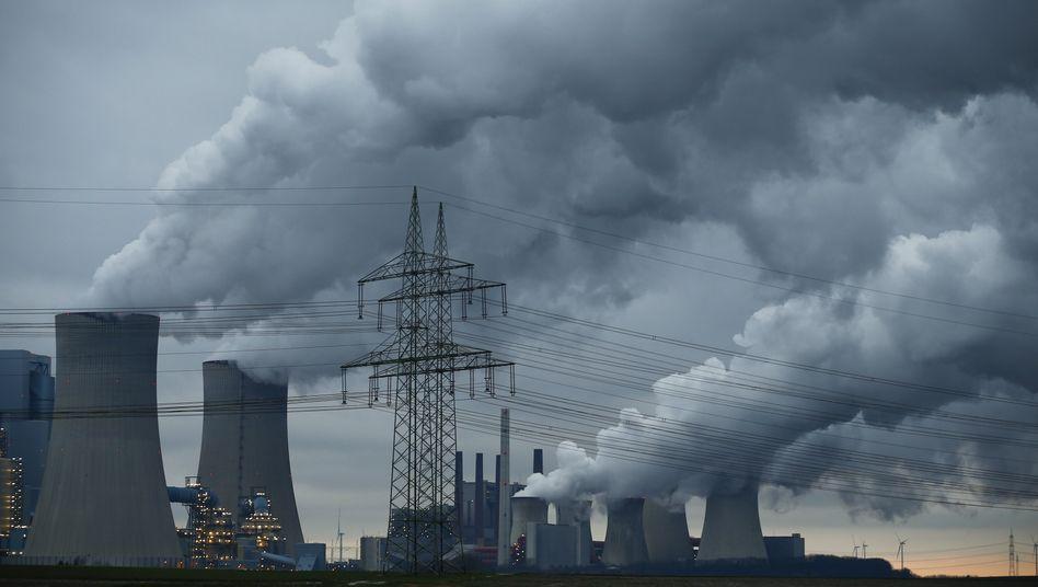 Kohlekraftwerk von RWE in Neurath bei Köln
