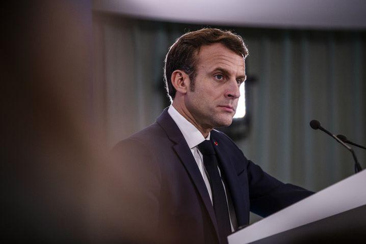 Per Twitter hat Frankreichs Präsident Emmanuel Macron verkündet, alle Schutzmasken Frankreichs beschlagnahmen zu lassen