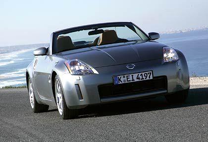 """Nissan 350Z Roadster: In die Phalanx der deutschen Frischluft-Dealer ist der Japaner mit viel Aufsehen eingedrungen. Sein 280-PS-Motor wurde von der """"Auto-Bild"""" bei Tests als """"tobsüchtig"""" gepriesen. Der auf dem Genfer Autosalon zum """"Cabrio des Jahres"""" gekürte Roadster ist ab gut 37.500 Euro zu haben."""