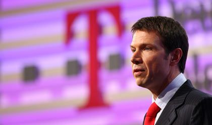 Abgehakt: Telekom-Chef Obermann hat für den nächsten Randbereich einen Käufer gefunden