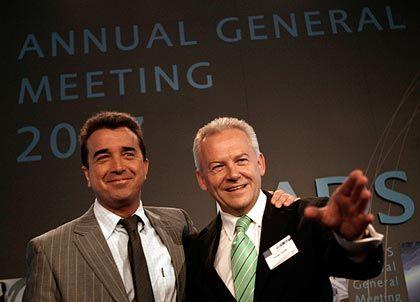 Demonstrierte Zuversicht: EADS-Präsidenten Lagardère (l.) und Grube auf der Hauptversammlung