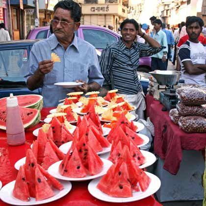 Snacktime: Auf den Straße Bombays mischen sich ständig Gerüche und Farben