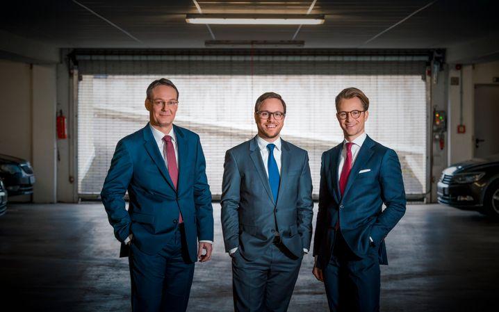 Marktführer: Philipp und Felix Kroschke (v.l.) verdienen ihr Geld mit Autokennzeichen.