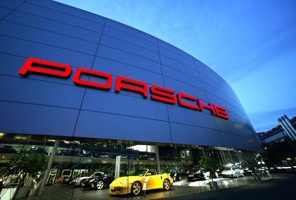 Porsche-Zentrum in Zuffenhausen: Trotz der Absatz- und Umsatzrekorde sind Anleger besorgt über die bescheidenen Zuwachsraten