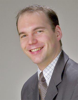 Michael Rützel ist Local Partner bei White & Case LLP in Frankfurt am Main. Er berät seit über sechs Jahren international agierende Banken sowie deren Dienstleister im Bereich der strukturierten Finanzierung. White & Case ist eine global tätige Wirtschaftskanzlei, die vornehmlich Banken, institutionelle Investoren sowie Unternehmen berät.