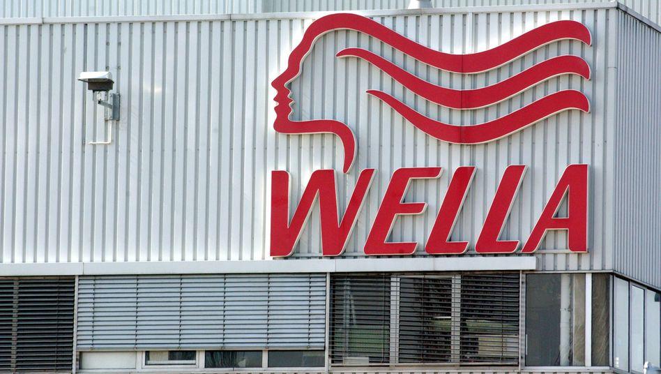 Wella: Familie Reimann verkauft die Mehrheit am Darmstädter Haarpflege-Spezialisten an KKR. Der Deal hilft dem klammen Kosmetikkonzern Coty aus einem Engpass und beschert der JAB-Holding einen neuen Partner
