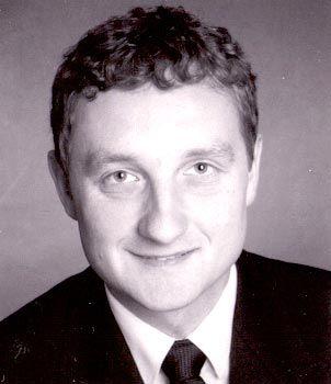 Lukas Röhrs ist Diplom-Wirtschaftsinformatiker, Unternehmensberater und Partner des Munich Institute for IT Service Management