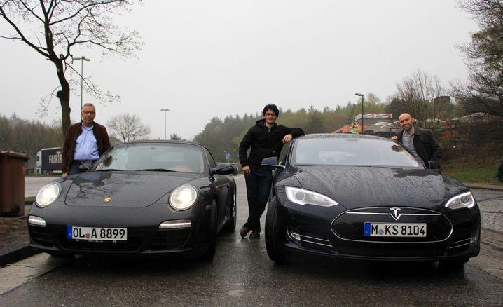 Fahren auf der Autobahn (bei einem manager-magazin-online-Fahrtest im April 2013): Ein spezielles Upgrade sollte das Model S fit machen für die deutschen Schnellstraßen