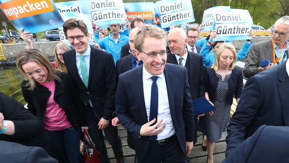 so lächelt ein Wahlsieger: Daniel Günther, CDU-Spitzenkandidat für die Landtagswahl, hätte kein Problem mit einer Bündnis aus CDU, FDP und Grünen