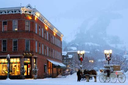 "Downtown: Die Edelherberge ""Little Nell"" mit direktem Zugang zu den Skipisten des Aspen Mountain"