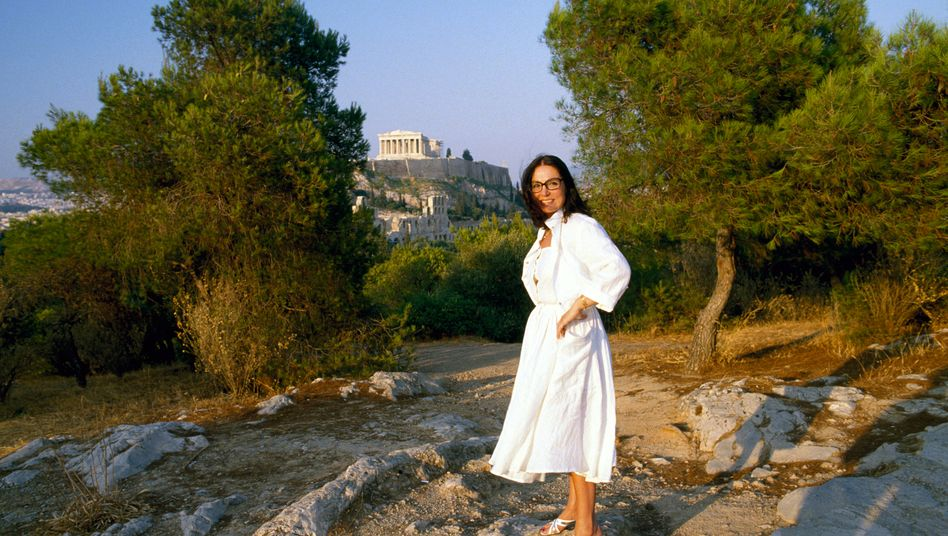 Nana Mouskouri hat einst Günther Fielmann auf die Filialidee gebracht. Vom Stammsitz Athen aus könnte heute ein Augenglasmulti glänzende Geschäfte machen, womöglich unter dem Label Apollon-Optik. Doch die Griechen haben's versemmelt.