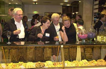 Party-Elite: Harvard Alumni sind füreinander da - ob im Job oder beim Feiern, hier im Berliner Kaufhaus KaDeWe