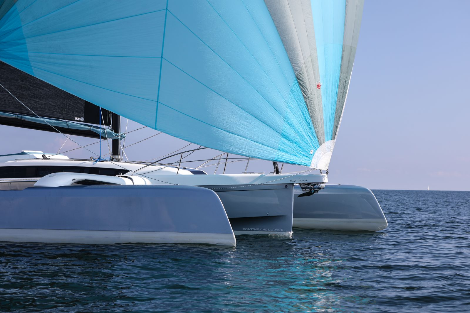 2_EYOTY2021 Dragonfly 40 Performance Cruiser YACHT_N.Guenter