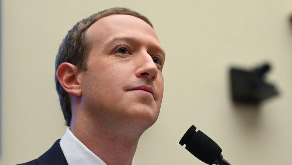 Mark-Zuckerberg gewinnt mit Facebook in der Coronavirus-Krise deutlich mehr Nutzer hinzu. Das Werbegeschäft scheint sich zuletzt wieder zu erholen