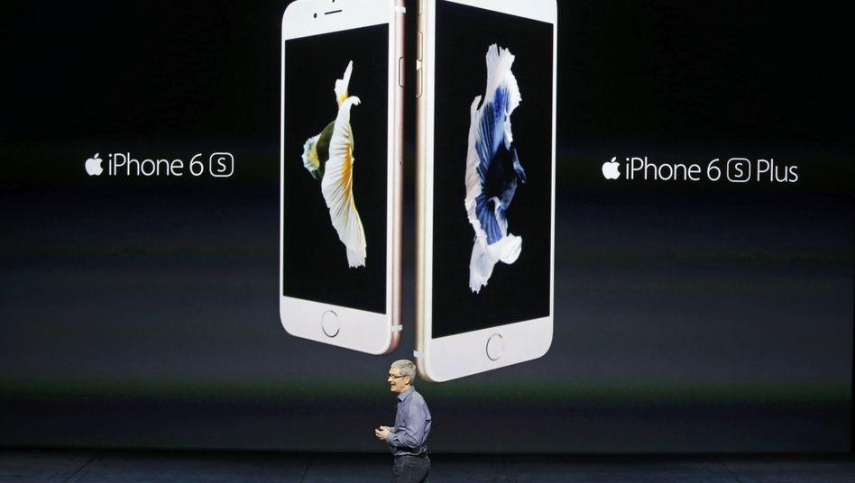 Apple-Chef Tim Cook: Die iPhone-Verkäufe gingen um 16 Prozent zurück, der Gewinn brach um mehr als 20 Prozent ein. Apple braucht neue Top-Seller