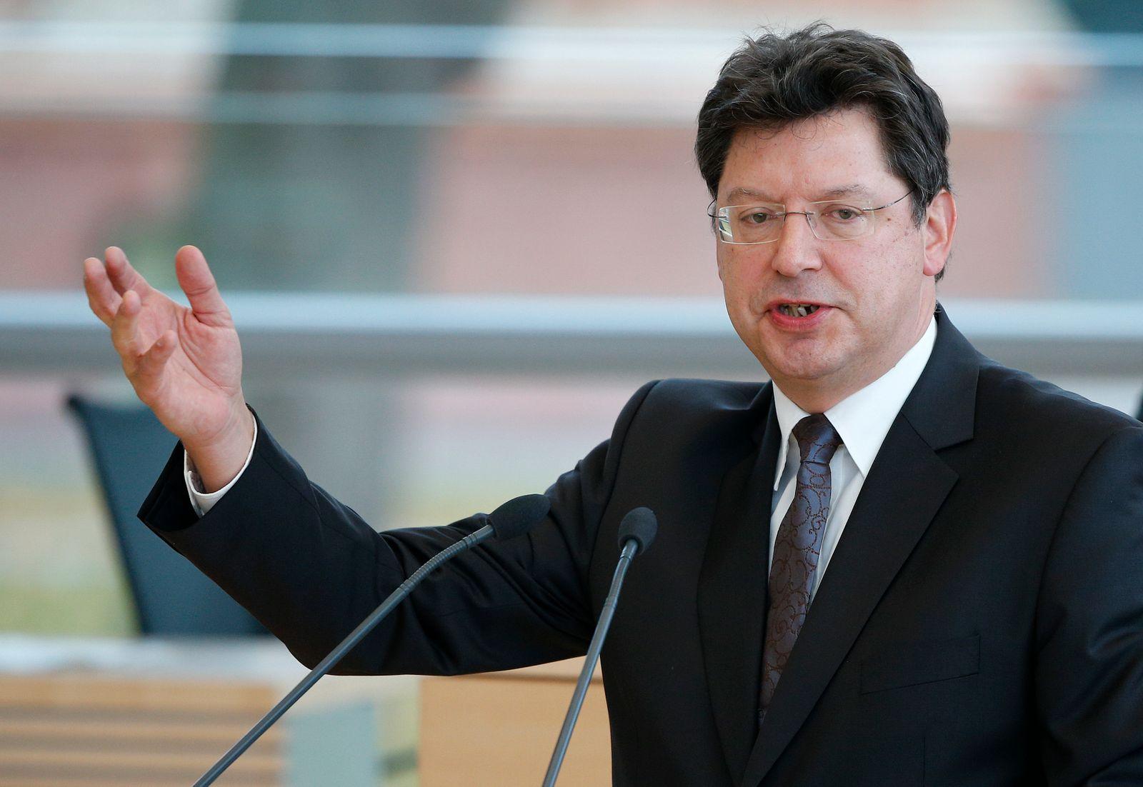 Wirtschaftsminister Reinhard Meyer