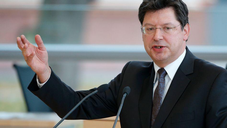 """""""Kümmern und Hilfe anbieten"""": Schleswig-Holsteins Wirtschaftsminister Reinhard Meyer (SPD) war am Freitag vor Ort bei der insolventen Prokon"""