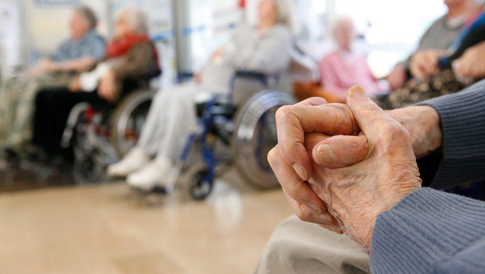 Demographischer Wandel: Derzeit leiden rund 44 Millionen Menschen weltweit an Alzheimer-Demenz - bis 2050 soll sich diese Zahl verdreifachen.