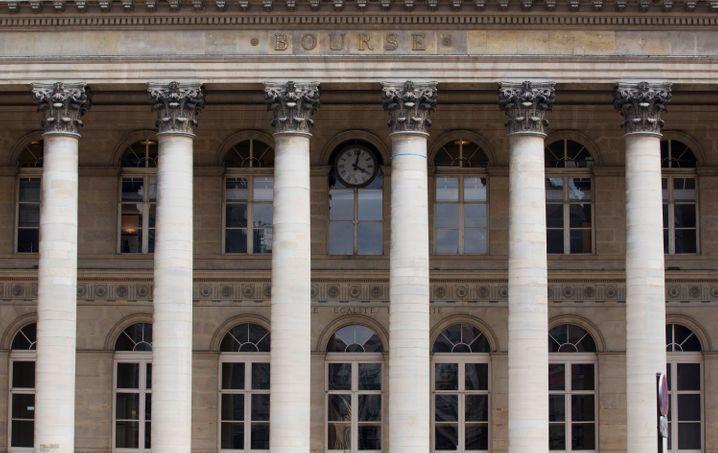 Ehemalige Börse in Paris: Finanzsektor ist hoch verschuldet