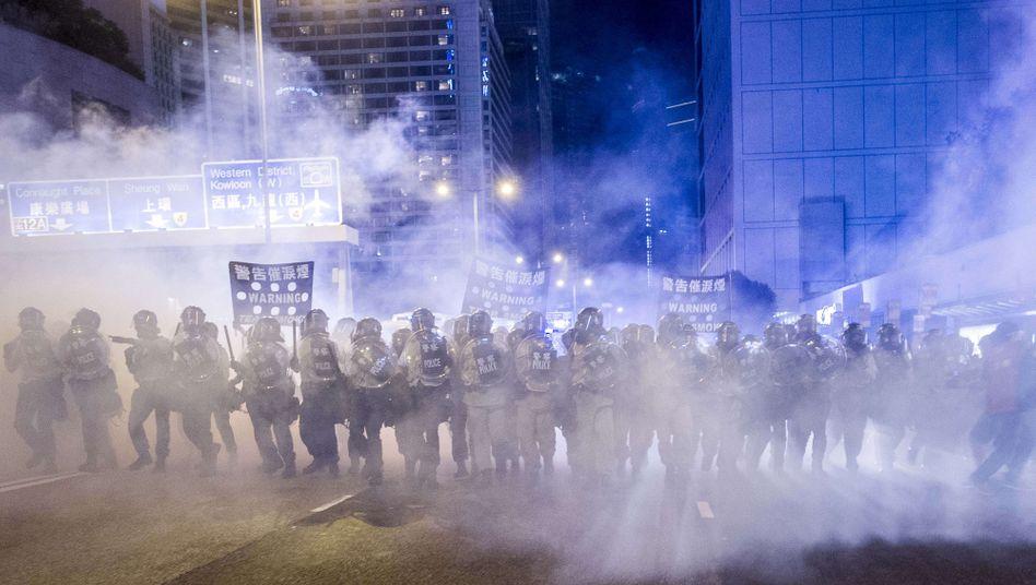 Polizei mit Tränengas: Hongkong steht die vierte Protestnacht bevor