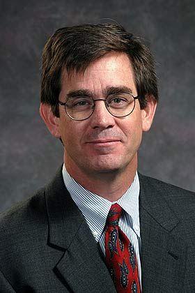 Henry W. Chesbrough ist leitender Direktor des Center for Technology Strategy and Management an der Haas School of Business, University of California, Berkeley.