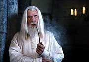 """Bezaubert: Von der 7000-er Marke sind viele Anleger verhext. Zauberer Gandalf aus dem Film """"Herr der Ringe"""" hat seine Hände allerdings nicht im Spiel."""