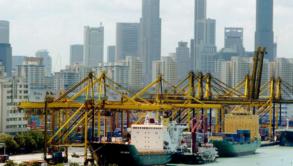 Hafen Singapur: Weltbank sorgt sich um das Wirtschaftswachstum in den Schwellen- und Entwicklungsländern