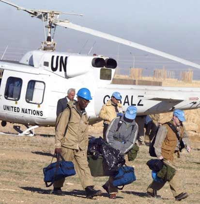 Schwieriger Job: UN-Inspektoren auf dem Weg zu einem Chemiewerk im Irak