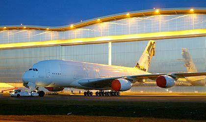 Tank-Rekord: 310.000 Liter Treibstoff füllt der A380 beim Volltanken auf